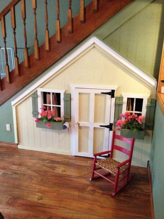Una casita de ensueño bajo la escalera